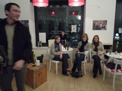 Astra, Jever, Fritz-Kola, Sekt - die Vernissage nimmt (Flaschen)Form an